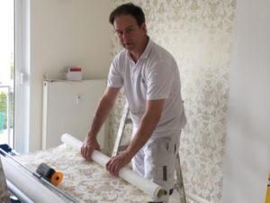 Feine Tapeten werden professionell verarbeitet